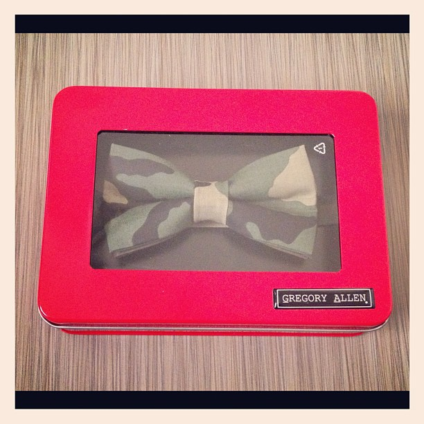 Holiday Gift Ideas: camouflage bow tie .. #bowties #gregoryallencompany #gac #holidaygiftideas  #limtededitionredtin - via Instagram
