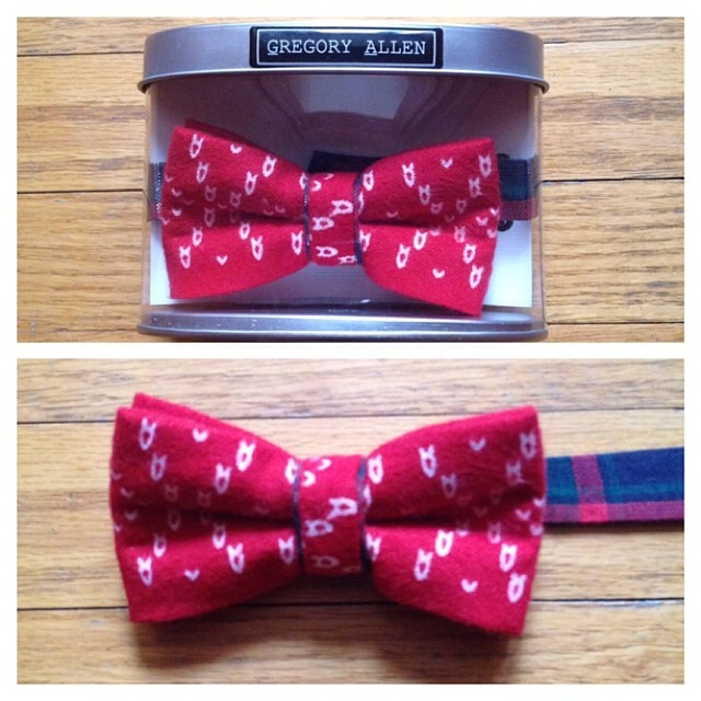 GAC : Bespoke Holiday Kids bow tie. #Bespoke #holidays #kids – via Instagram